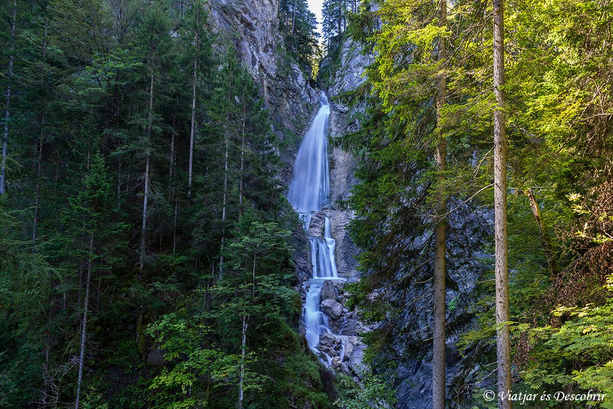 la cascada Lower Martuljek Waterfall.