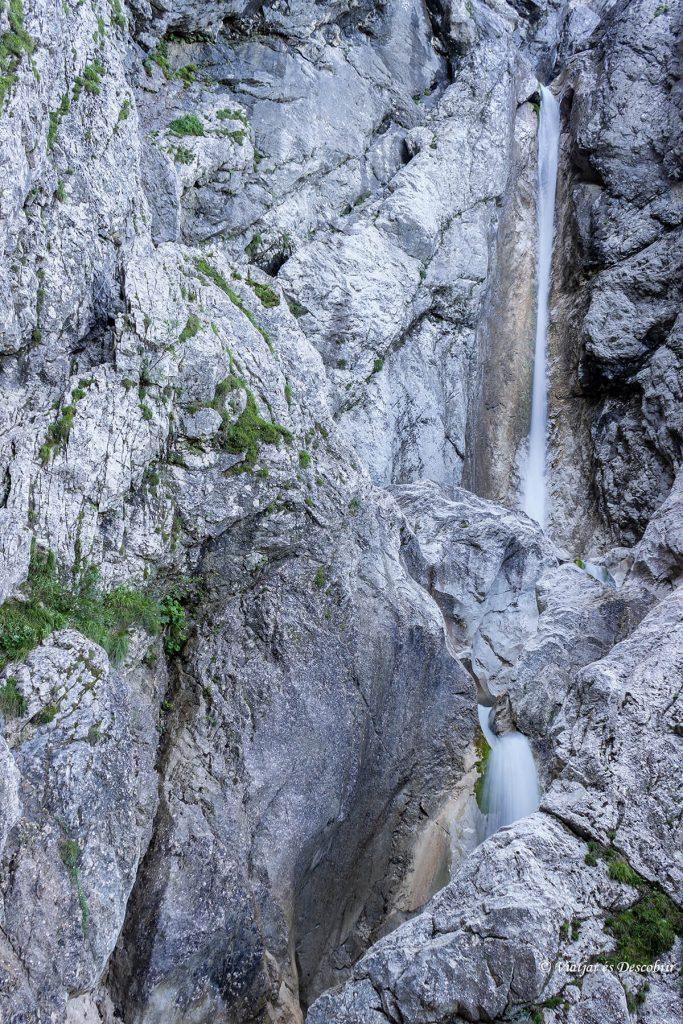 la cascada Upper Martuljek Waterfall.