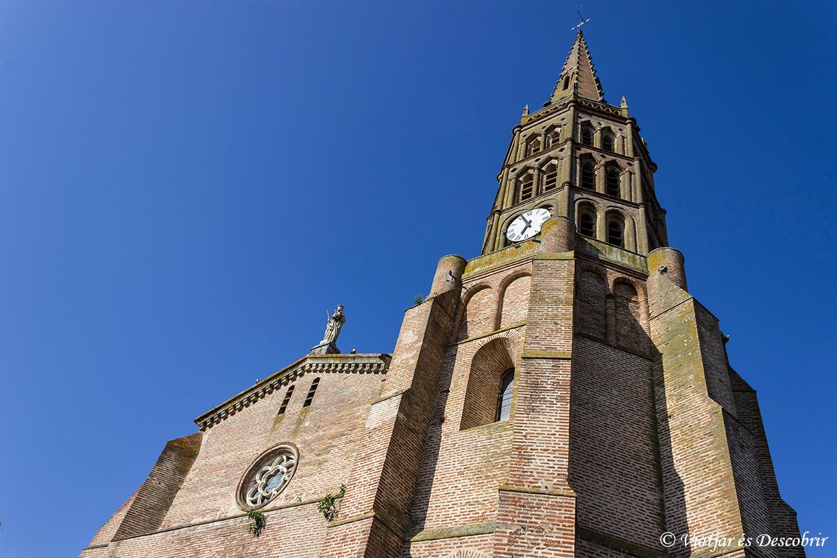 iglesia de montech en el canal de garona