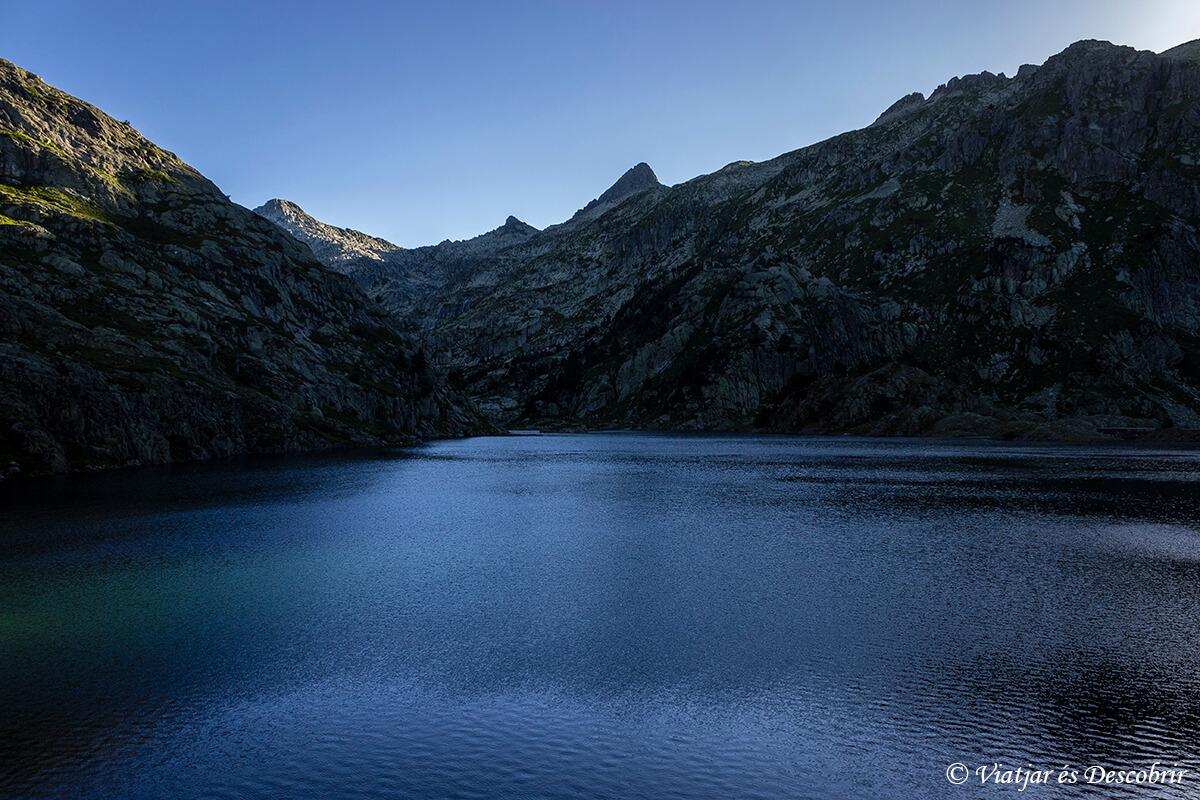 lago en los pirineos catalanes