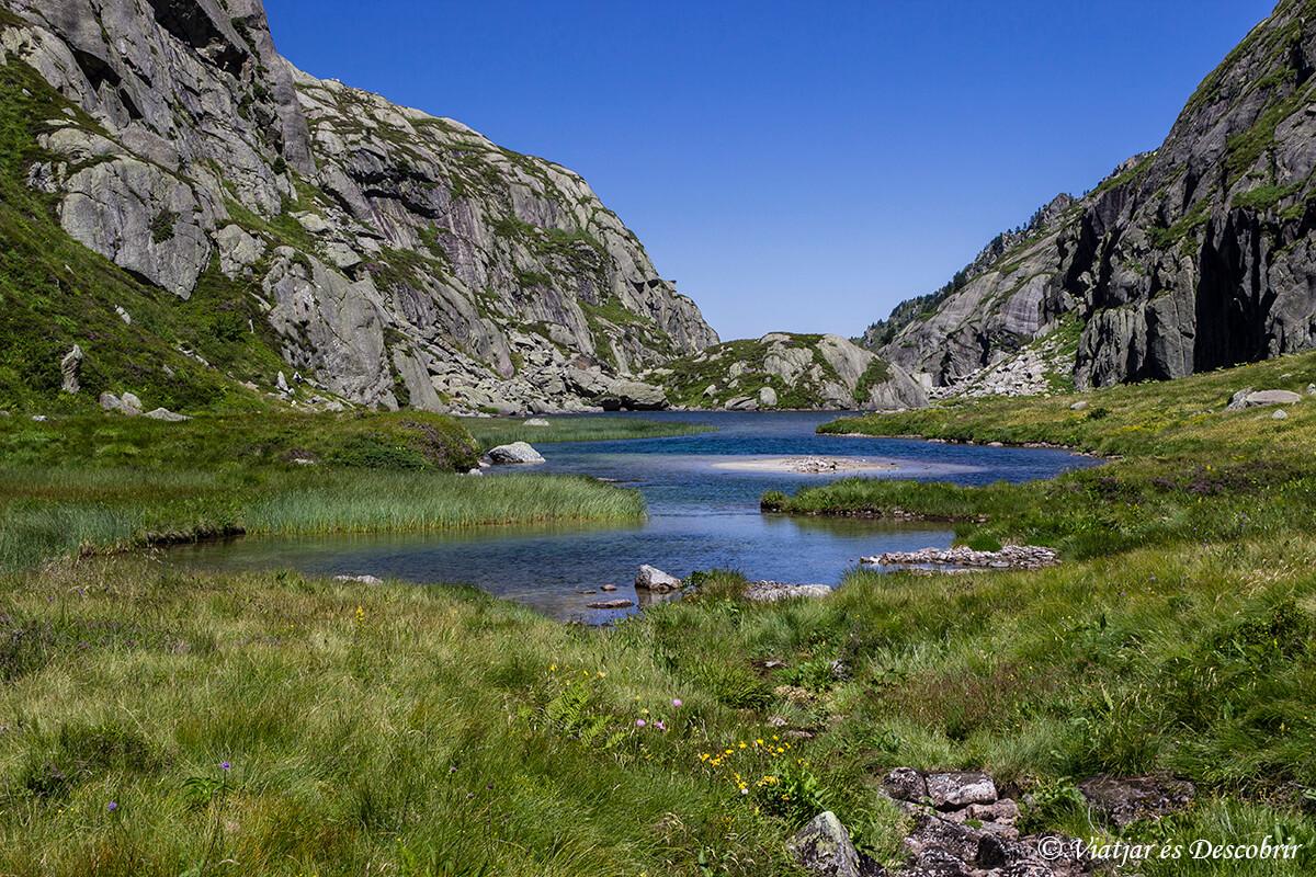 lagos del recorrido muntanyes de llibertat en el alt pirineu