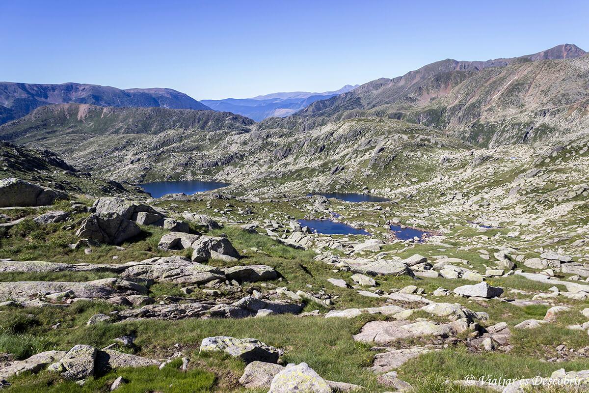 paisaje lagos cerca de certascan alt pirineu