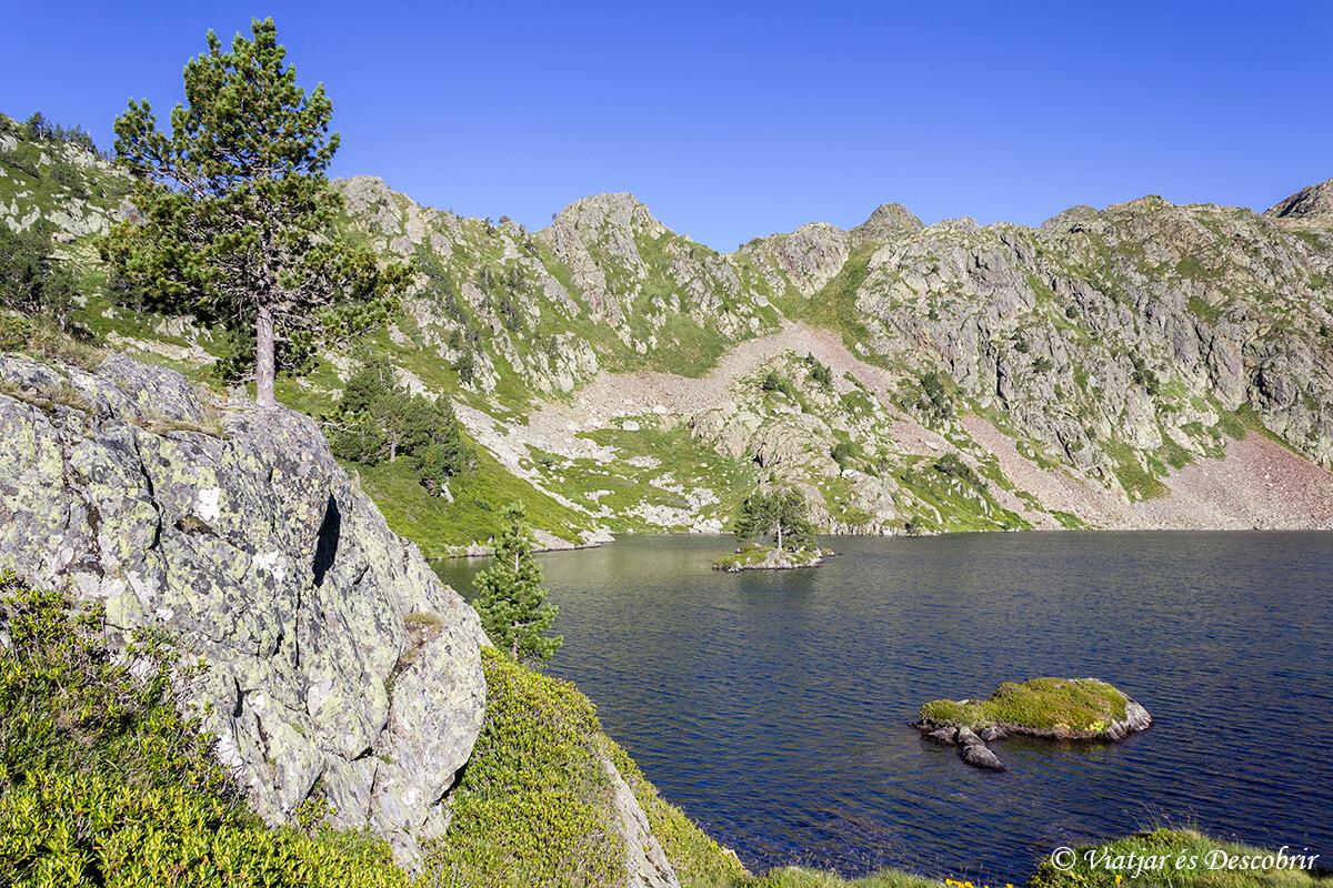 lago romedo de dalt en el trekking muntanyes de llibertat