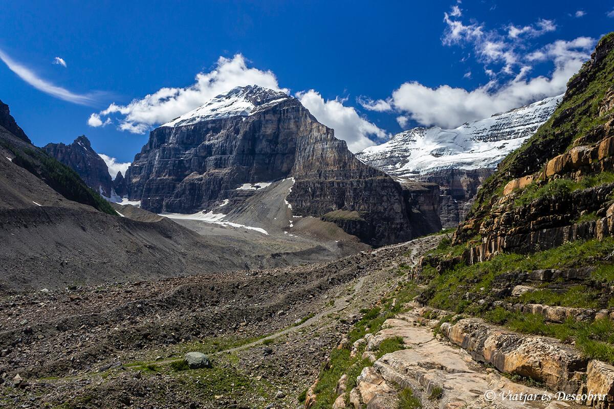 paisajes del trekking de plain of six glacier cerca del lago louise