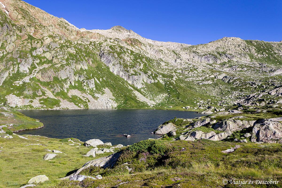 senderismo entre lagos en el alt pirineu