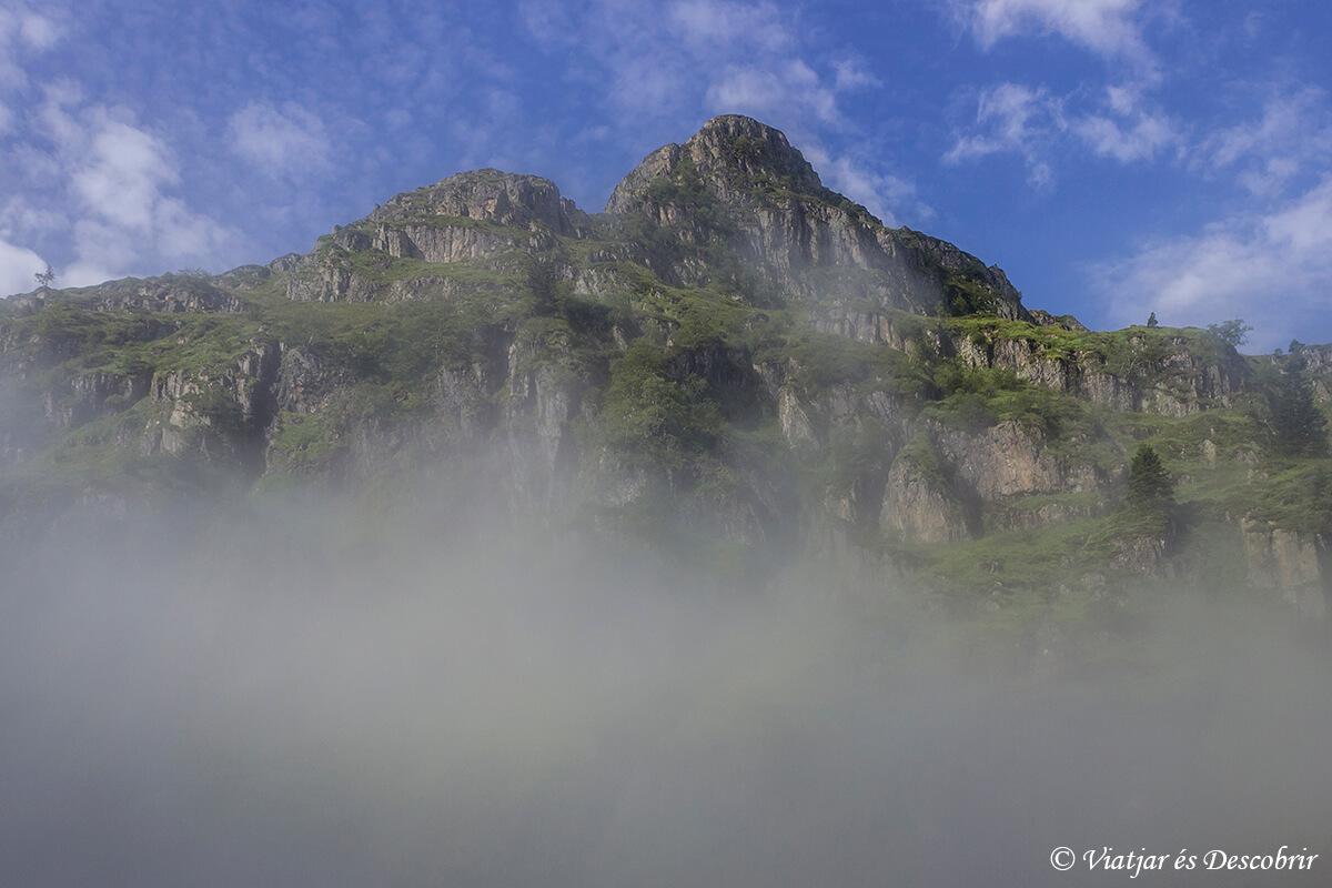paisajes de muntanyes de llibertat en la vertiente francesa