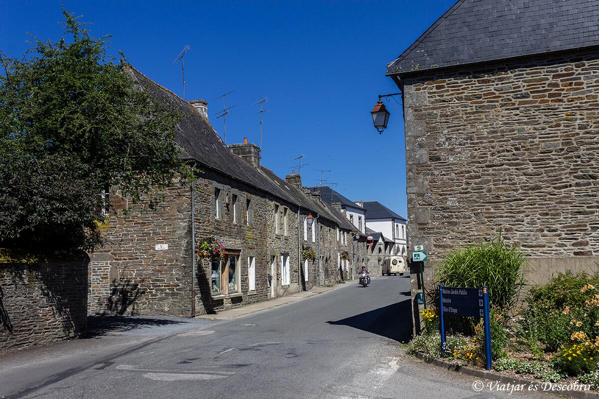 calle medieval en la bretaña francesa