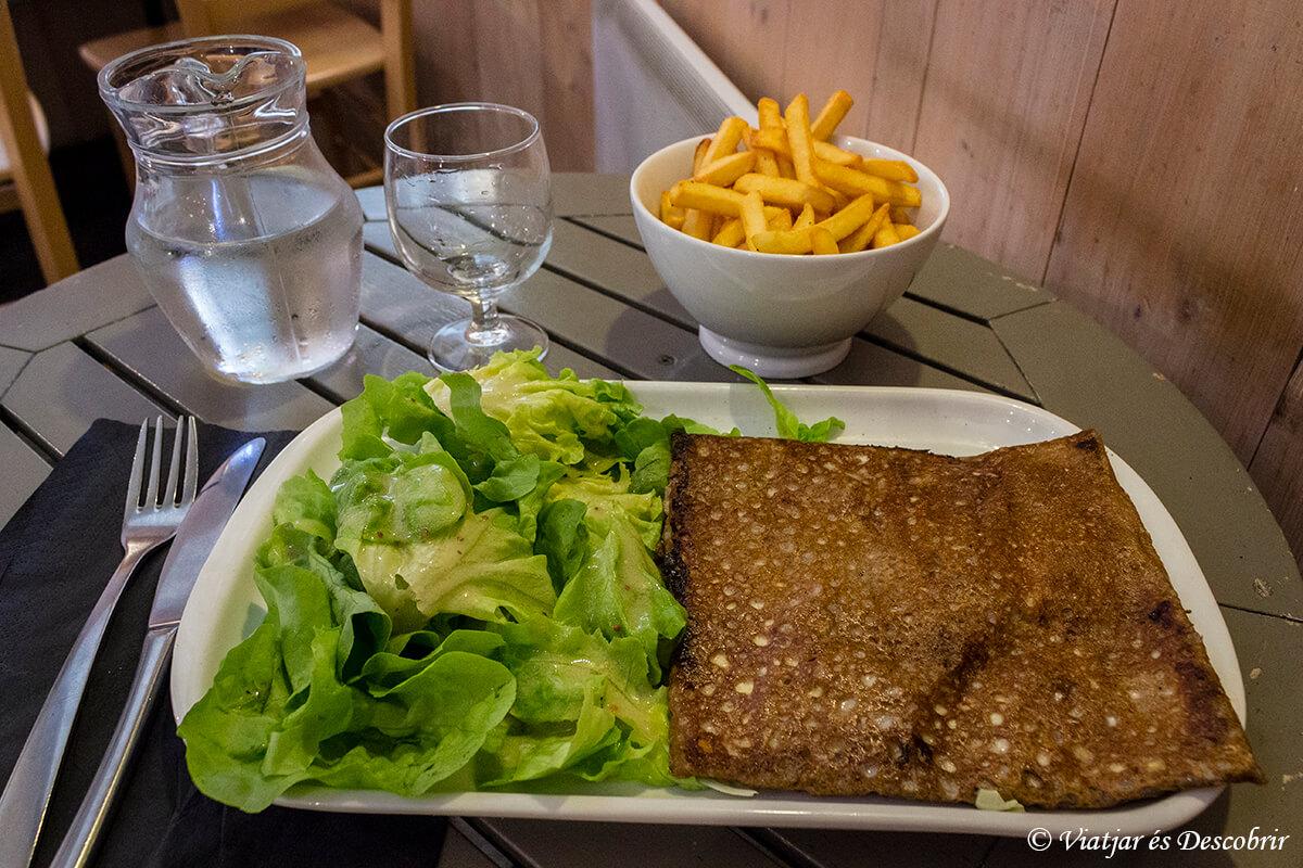 galette bretona en el puerto de roscoff