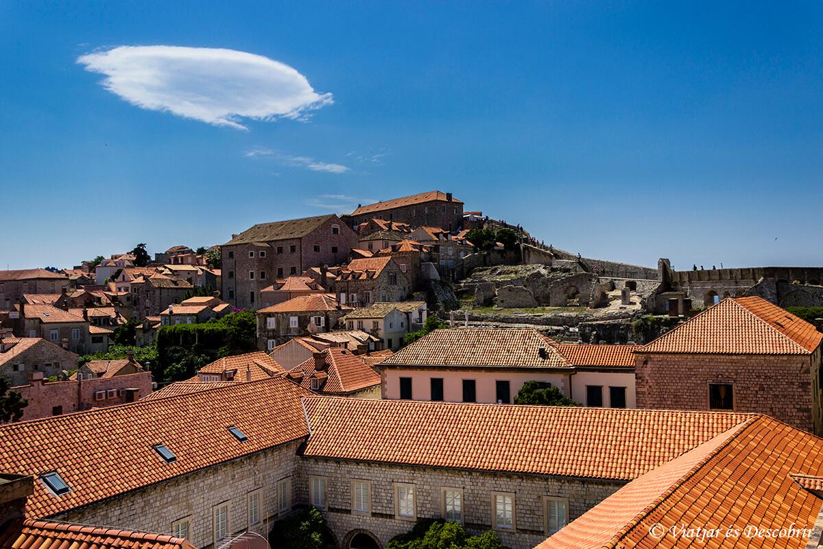 tejados que ver en dubrovnik paseando por las murallas