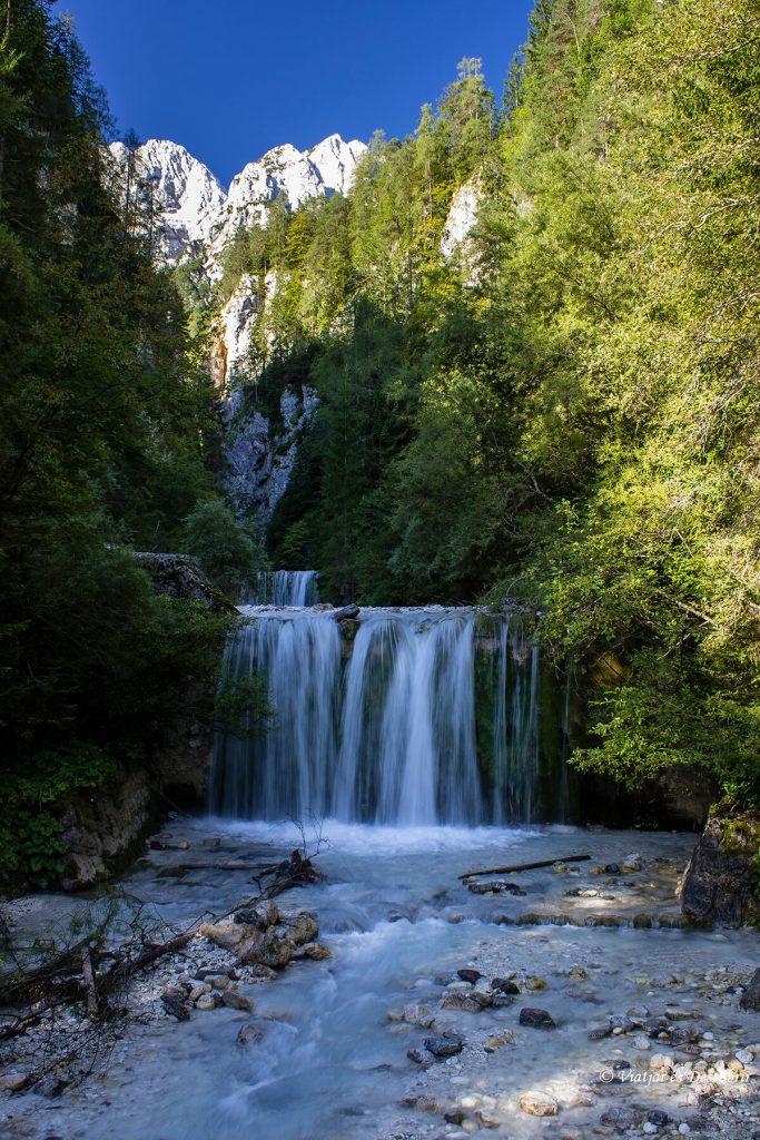 cascada en eslovenia cerca de kransjka gora