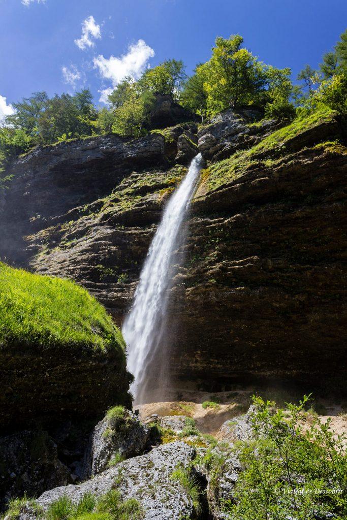 excrusion cerca de kranjska gora hacia una cascada
