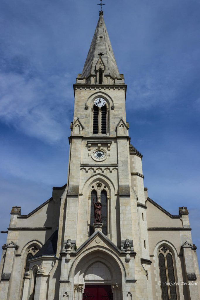 iglesia pueblo rural de la costa francesa