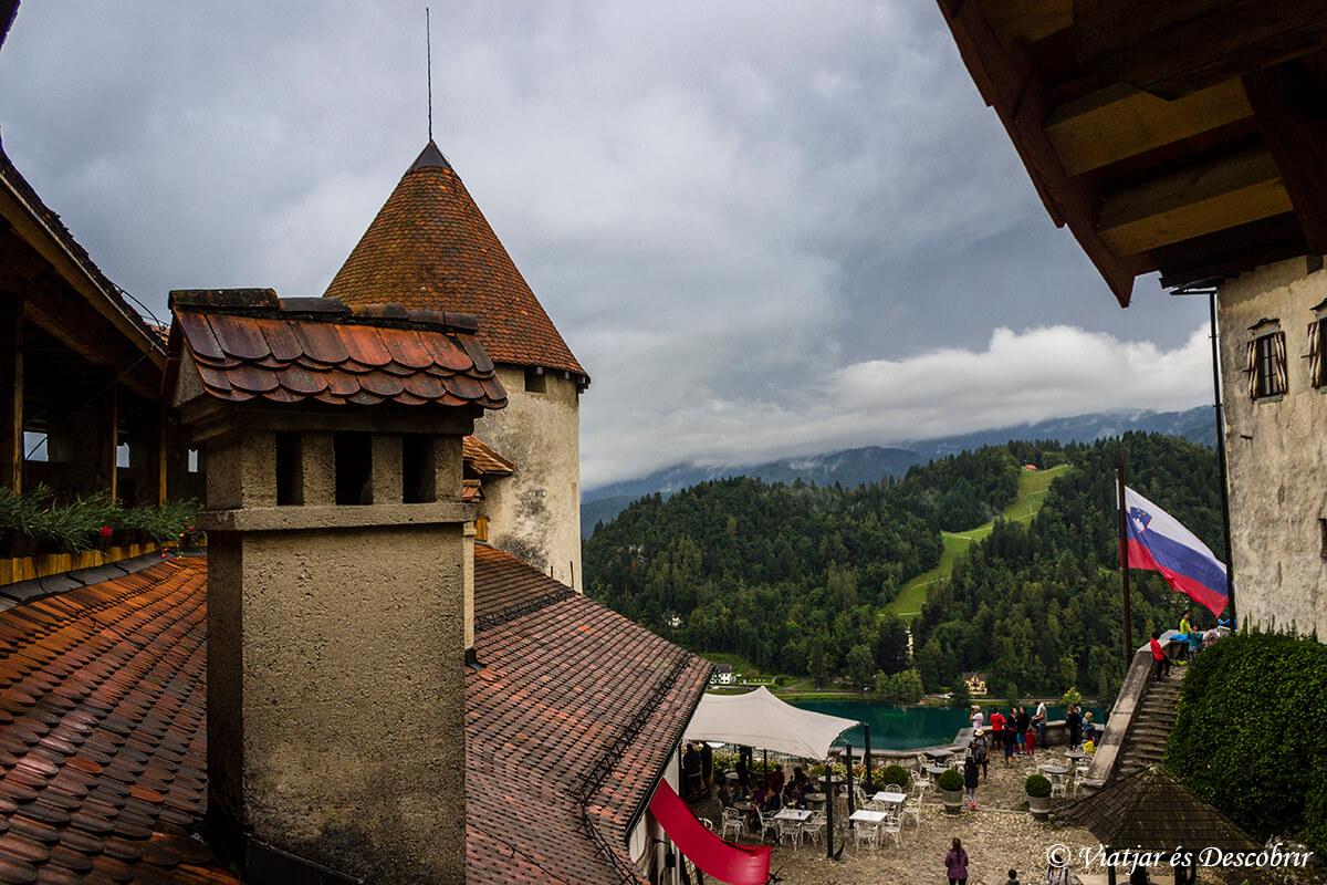 castillo del lago bled torre y tejado