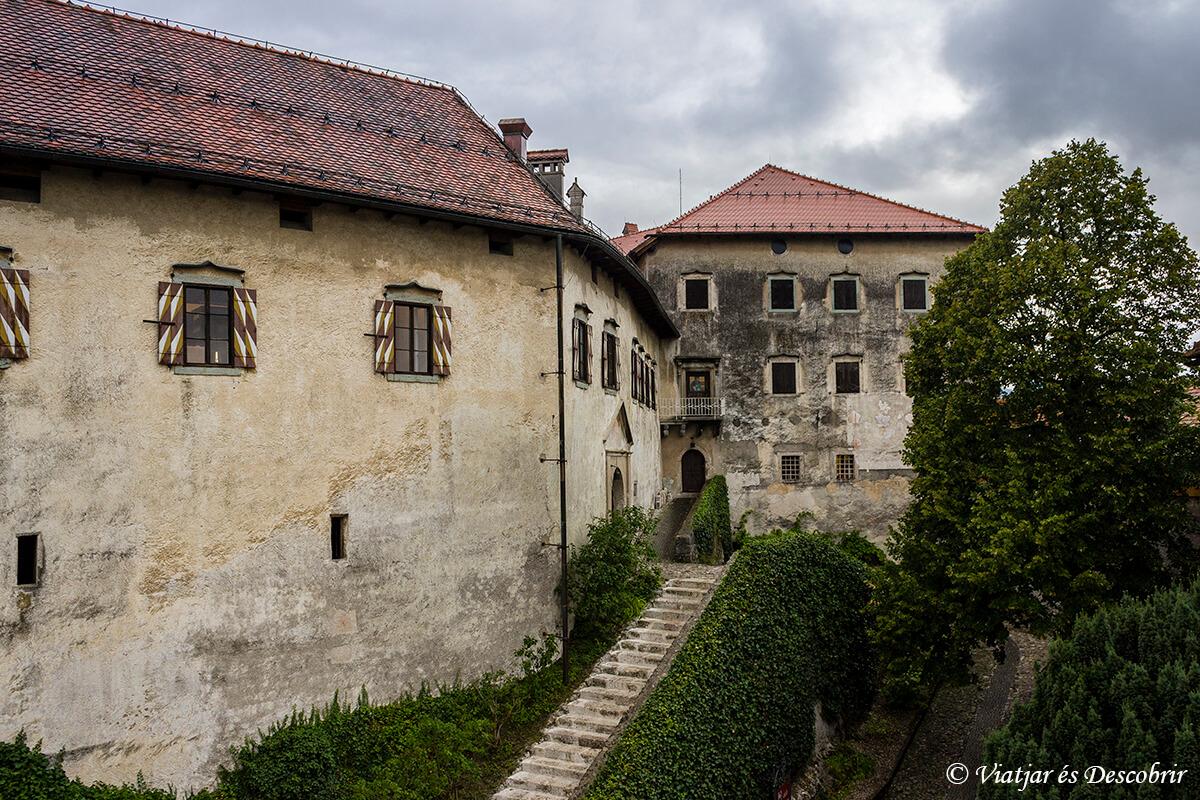 exterior del castillo del lago bled