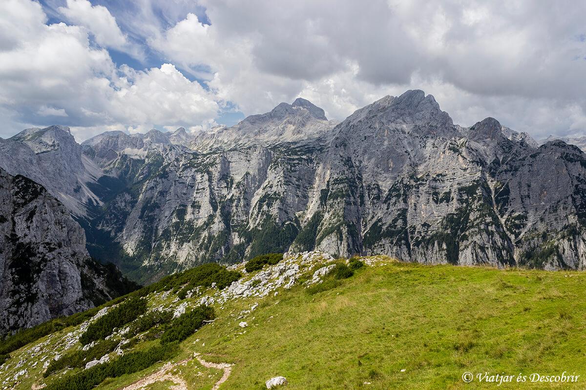 panoramica de las cimas del parque nacional triglav