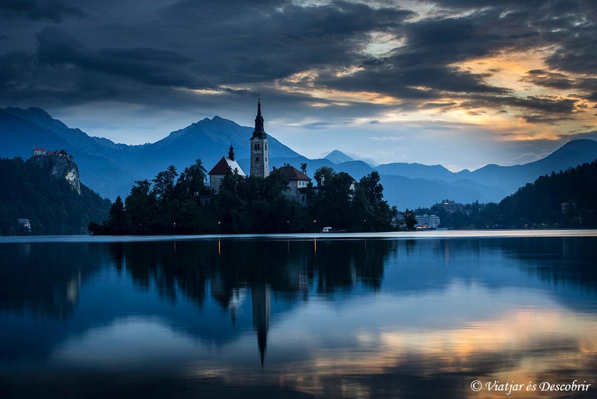 amanecer en el lago bled