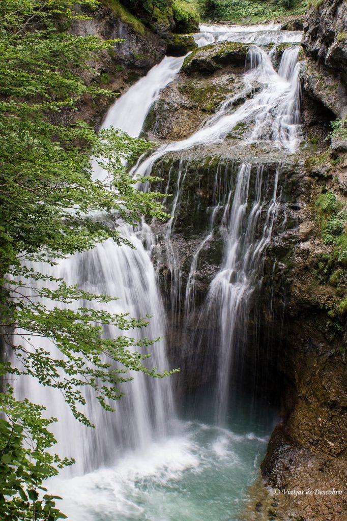 cascada arripas en el parque nacional ordesa