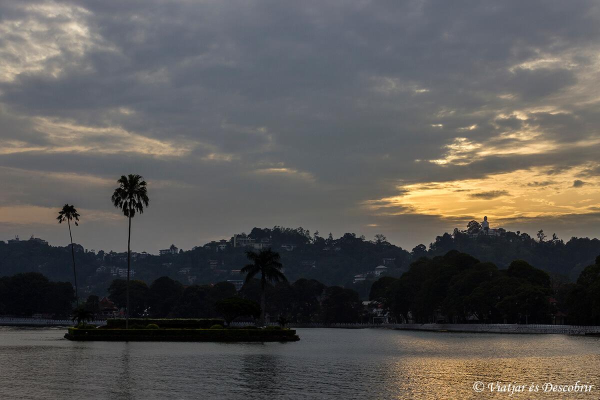 puesta de sol durante el viaje a sri lanka