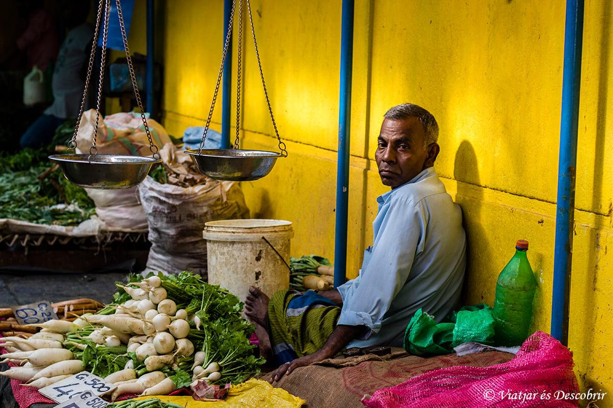 mercado de la ciudad de kandy durante el viaje a sri lanka