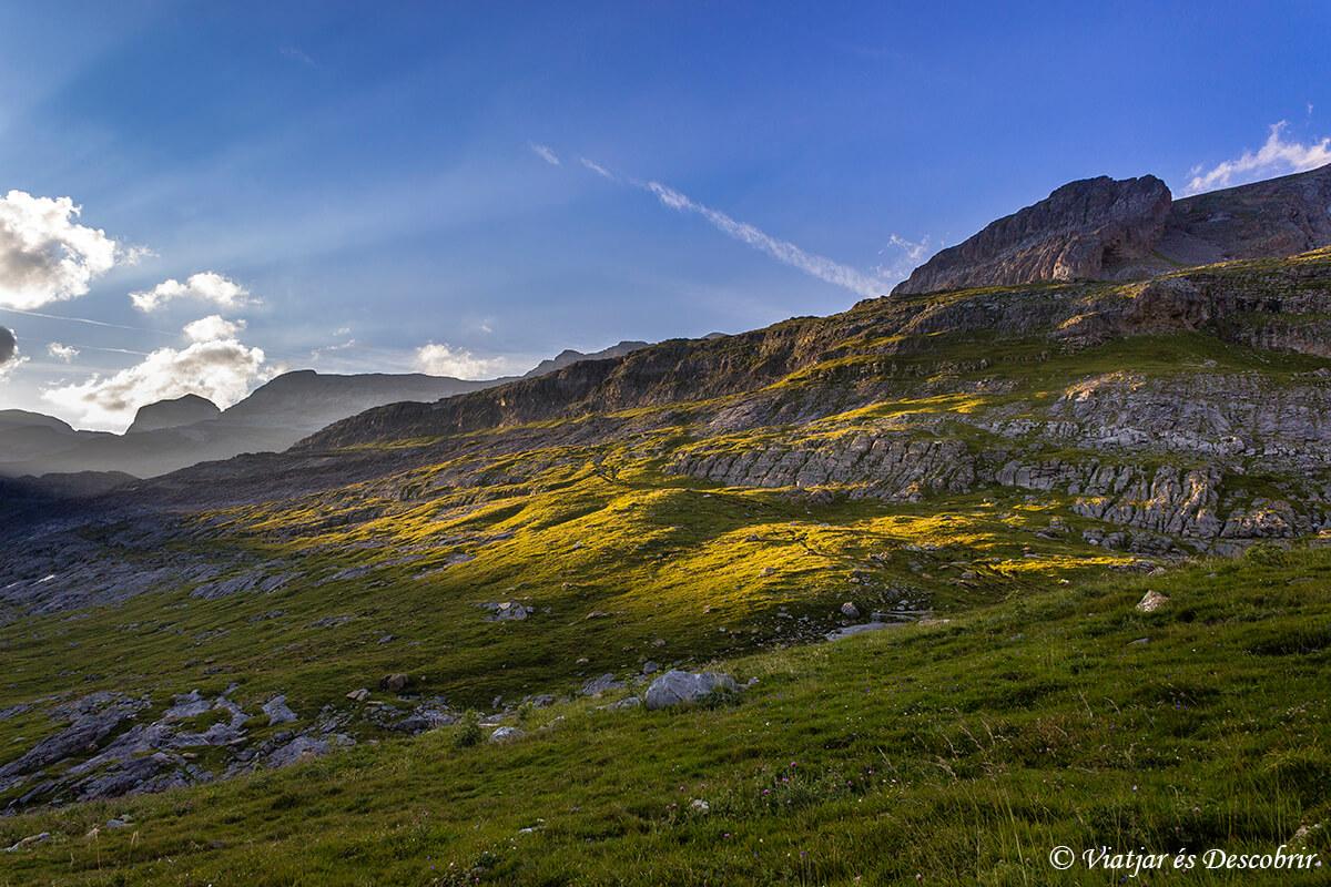 paisajes que rodean el refugio de goriz durante la puesta de sol