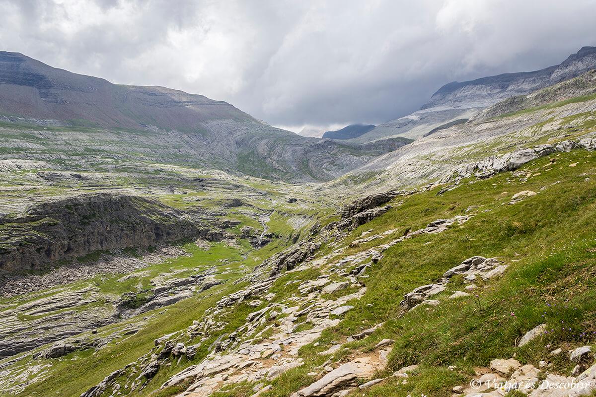 paisajes durante la ascension al monte perdido en ordesa