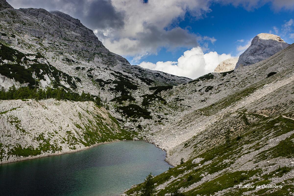 lago en el parque nacional triglav