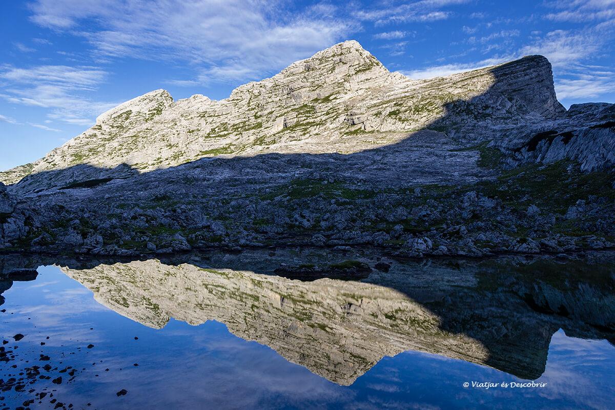 reflejos en los lagos del valle de los siete lagos