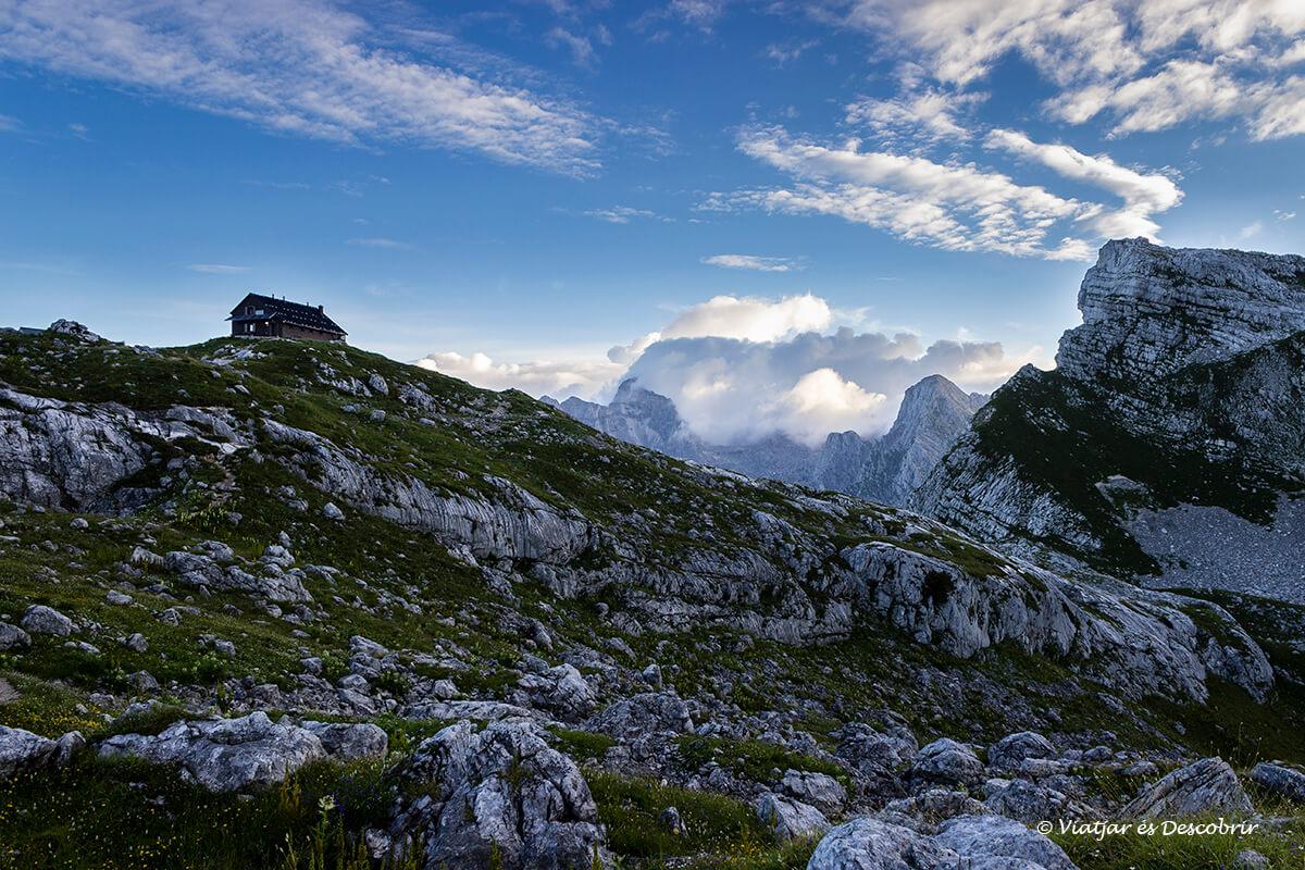 refugio de montaña en el parque nacional triglav