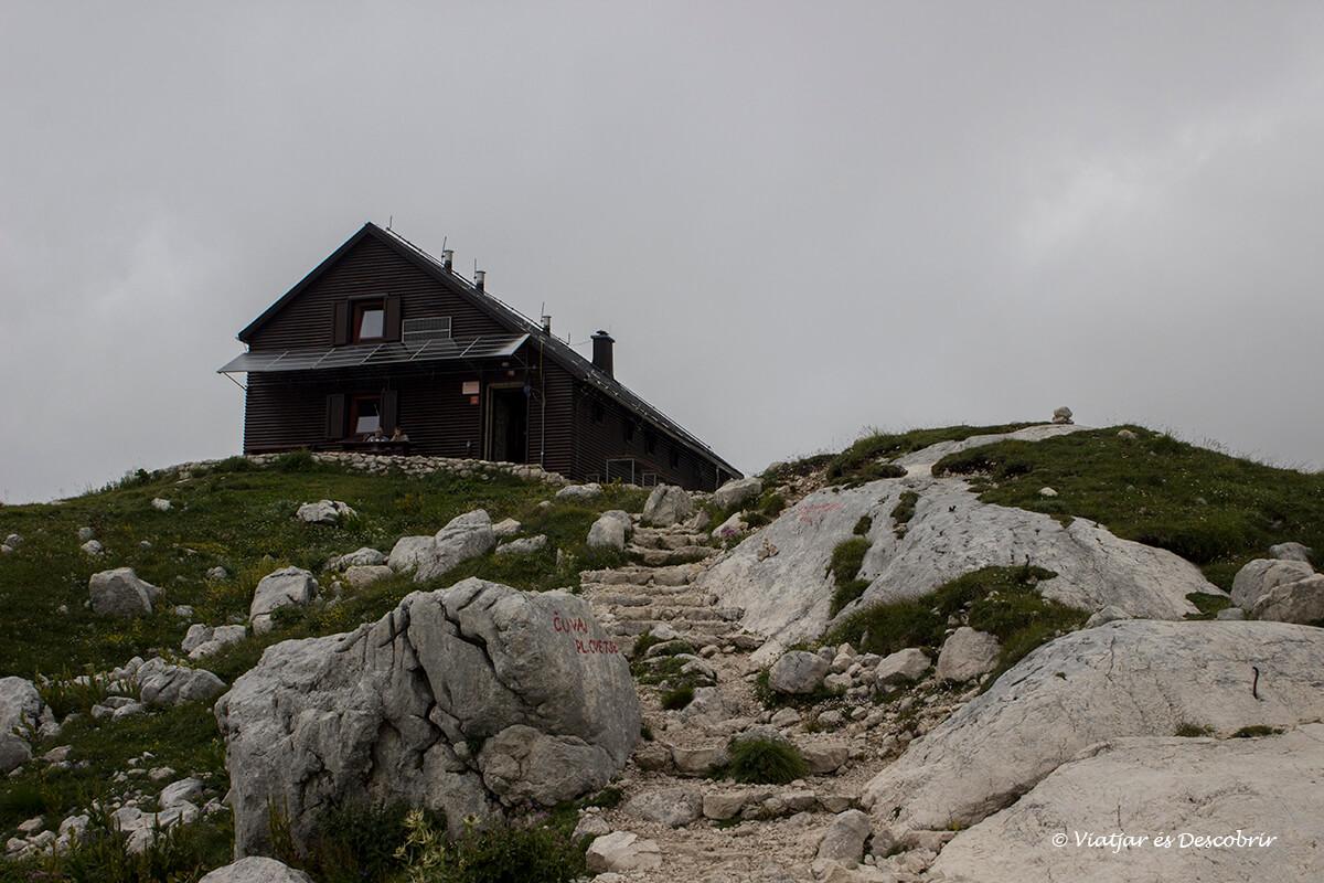 refugio de montaña en eslovenia