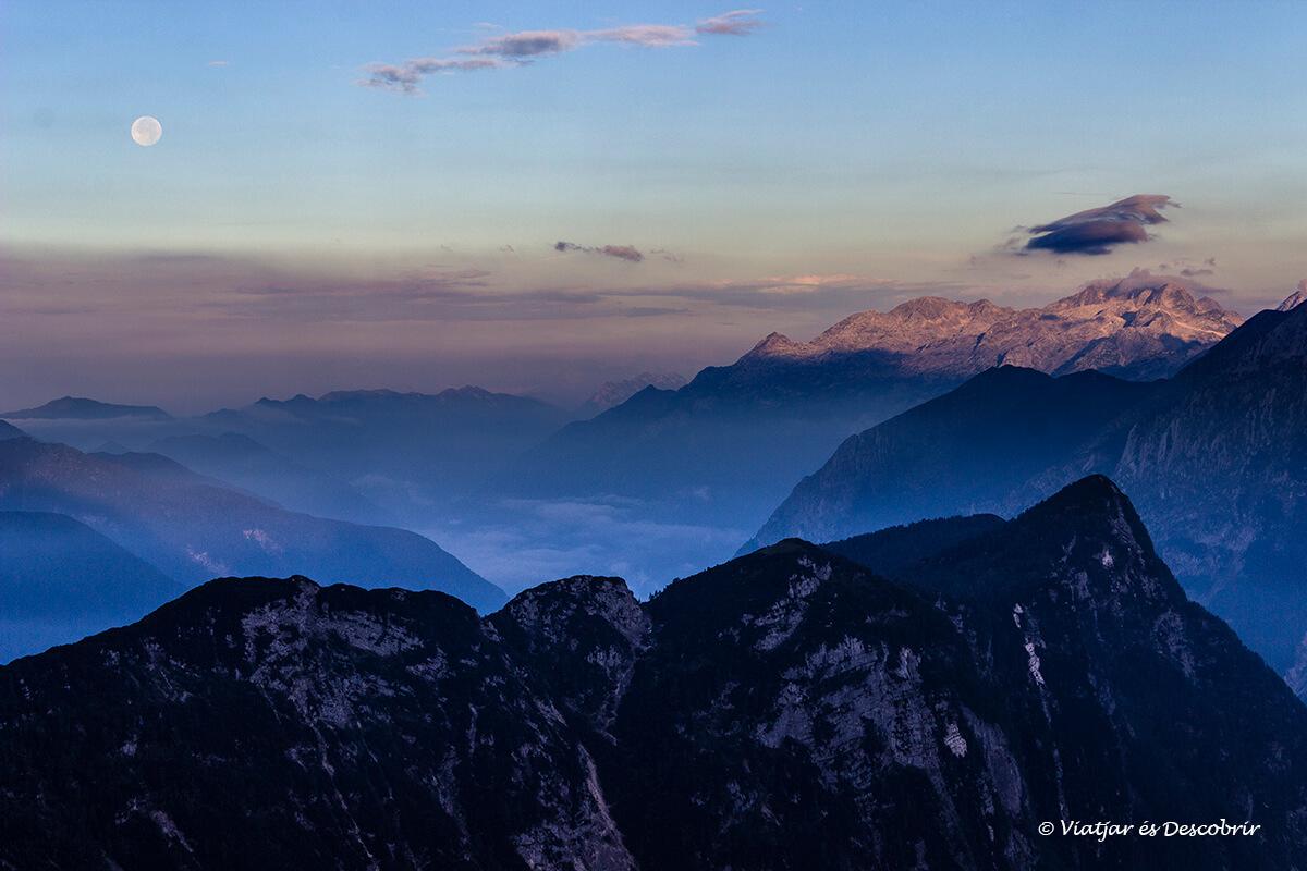 amanecer en las excursiones en eslovenia en el triglav