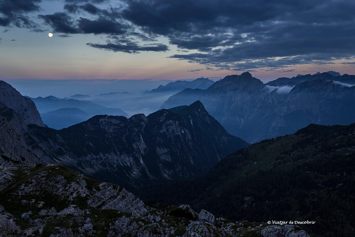 amanecer en el parque nacional triglav