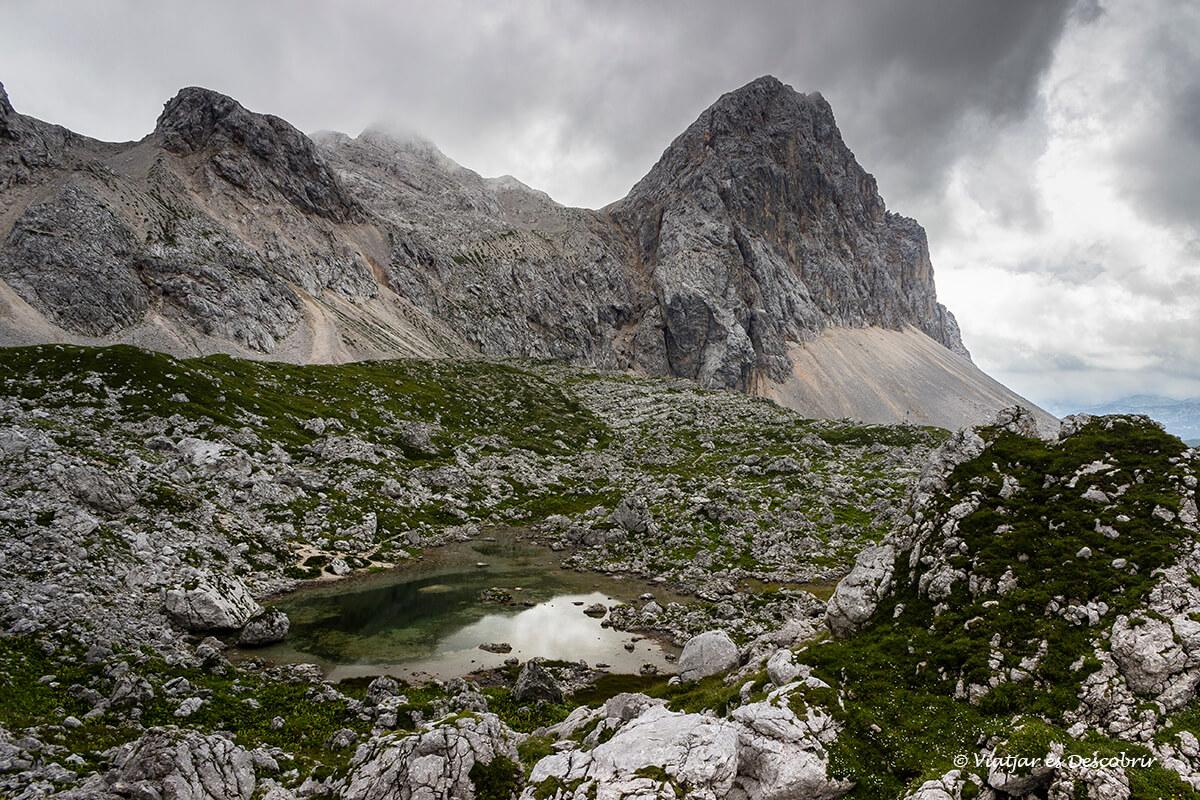 paisajes y picos verticales en el valle de los siete lagos
