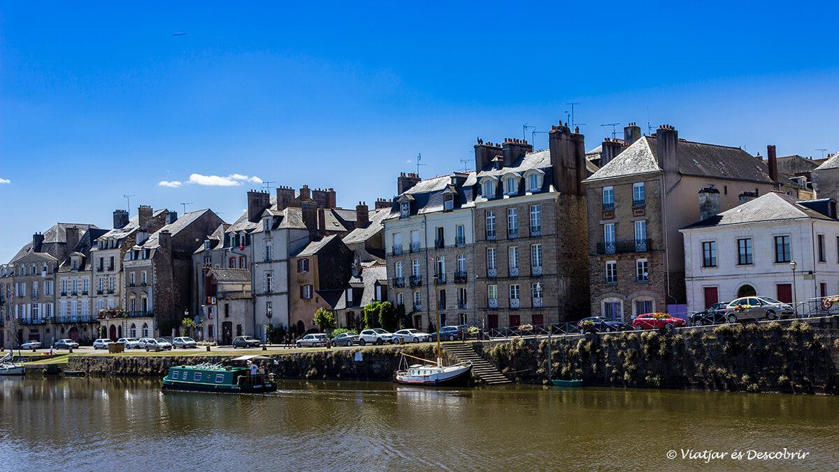 el pueblo de redon y su puerto marcan la entrada a la bretaña francesa