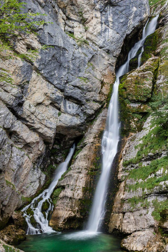 cascada savika en los alrededores del lago bohinj