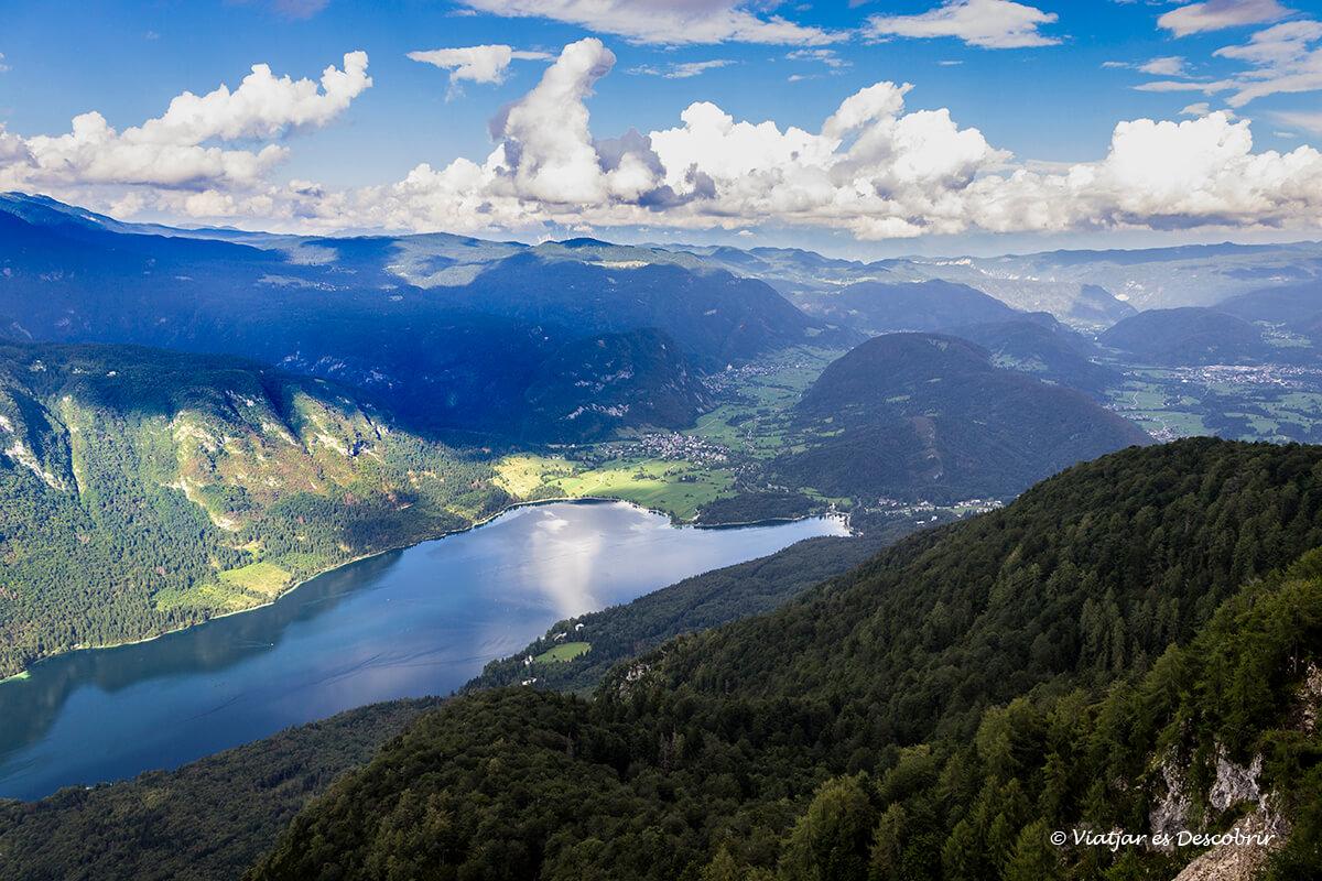 panoramica del lago bohinj des del monte vogel