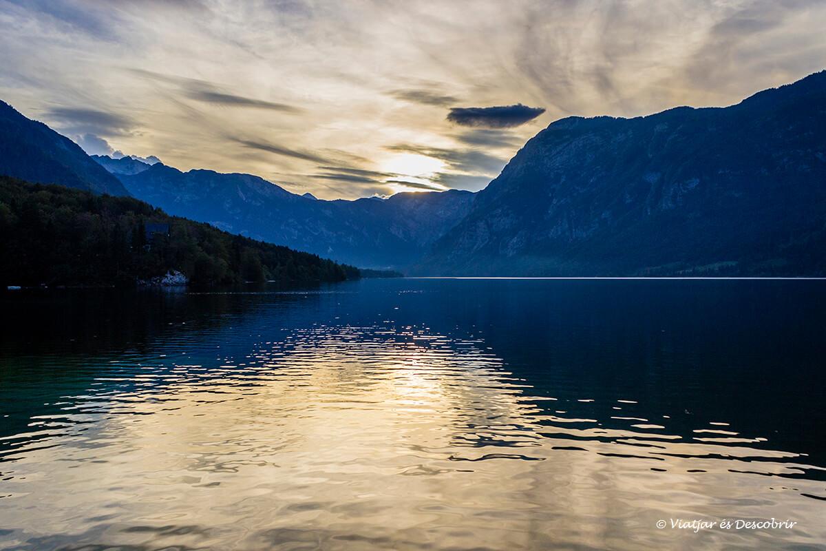 atardecer en el lago bohinj