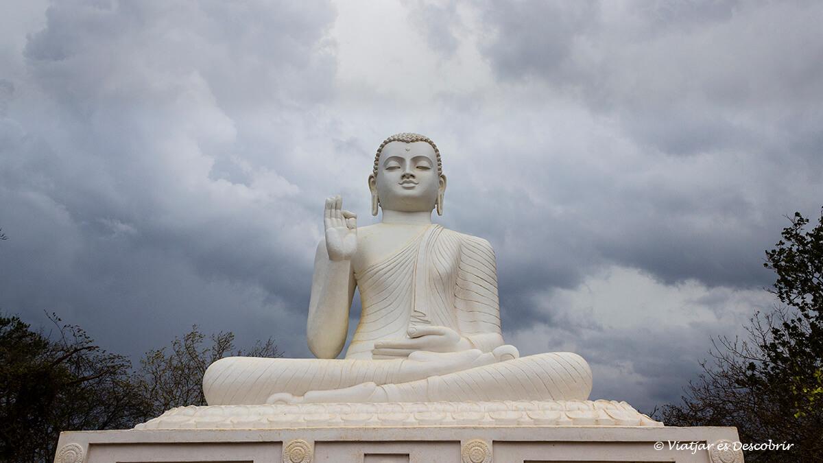 estatua buda principal de mihintale