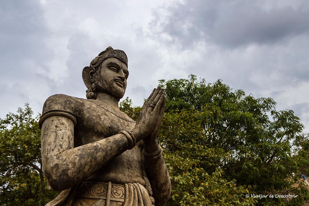 escultura sagrada en mihintale