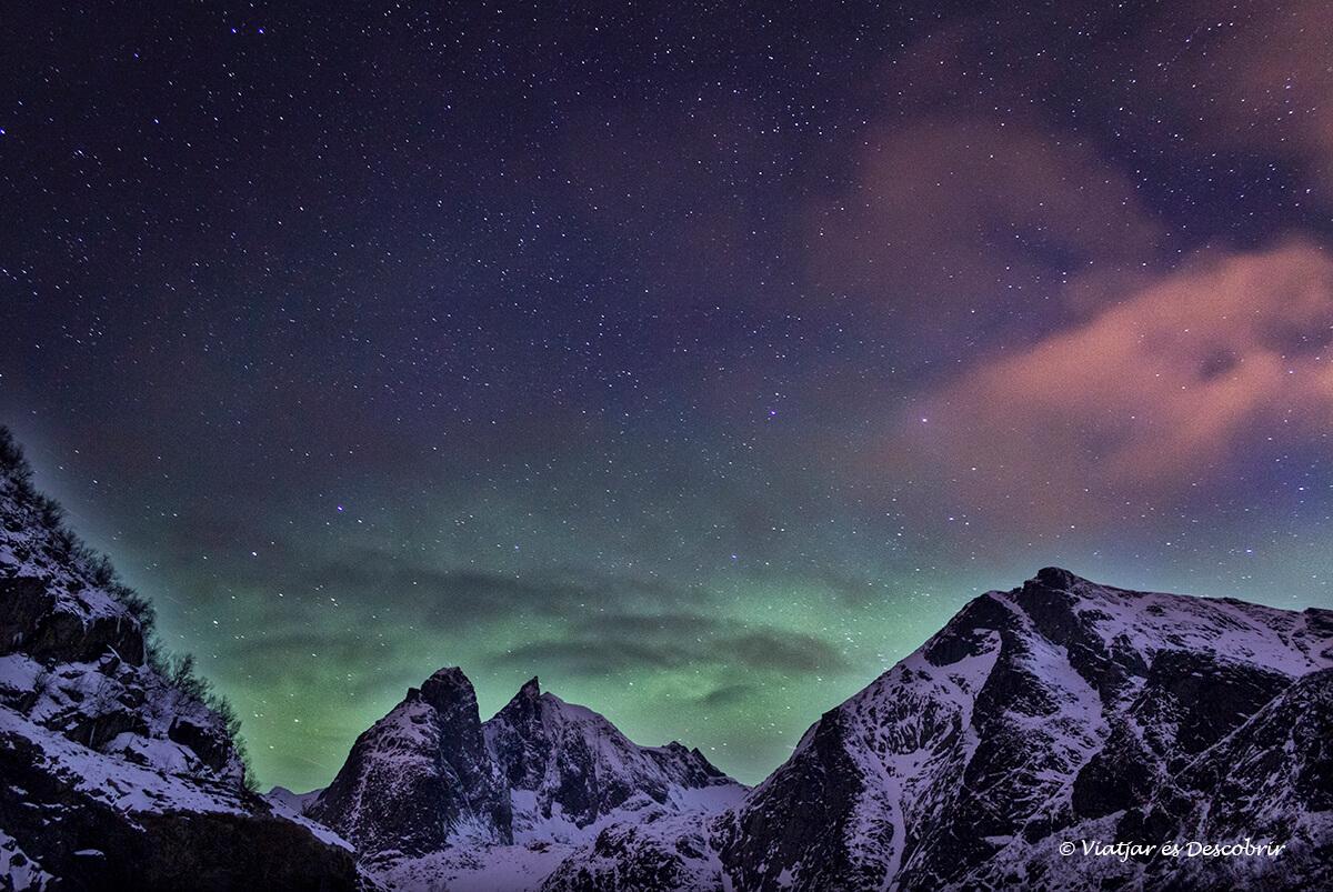 aurora boreal en noruega durante el viaje a las islas lofoten