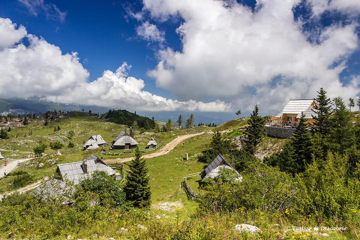 casas de pastores tradicionales en velika planina