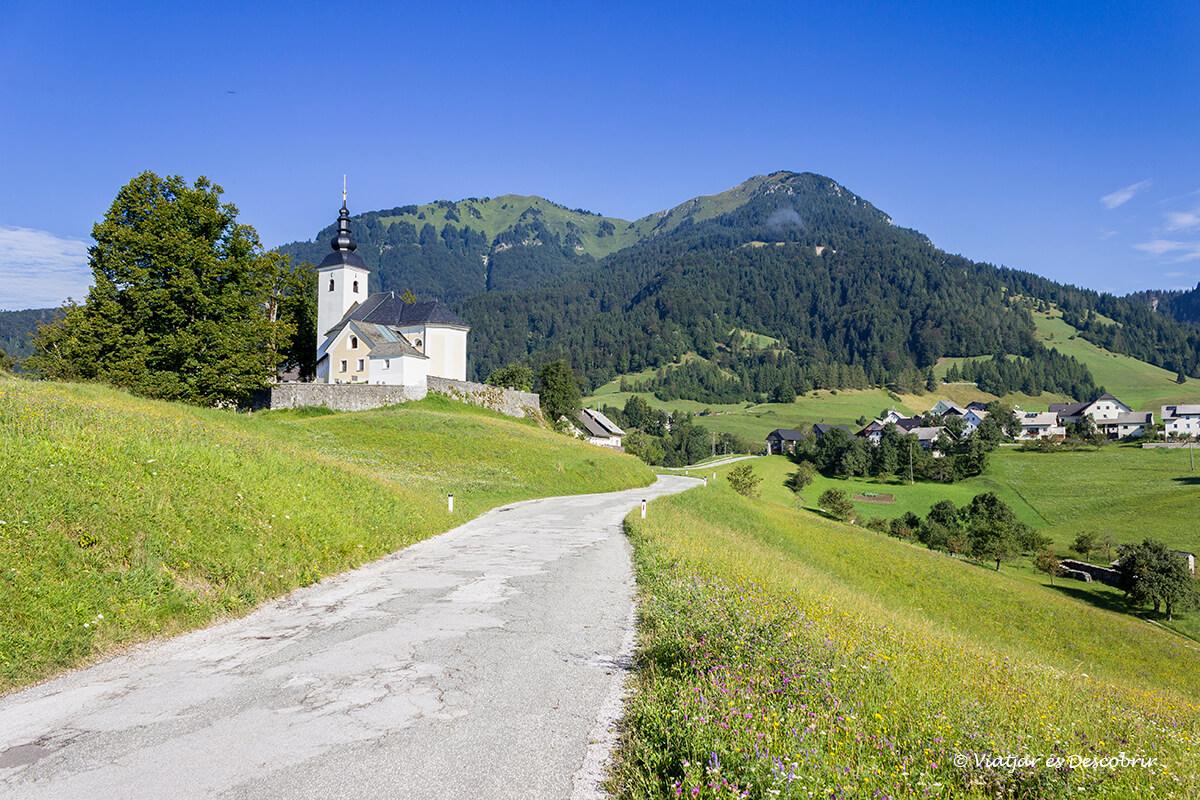 para llegar a velika planina conducimos por carreteras secundarias llenas de encanto