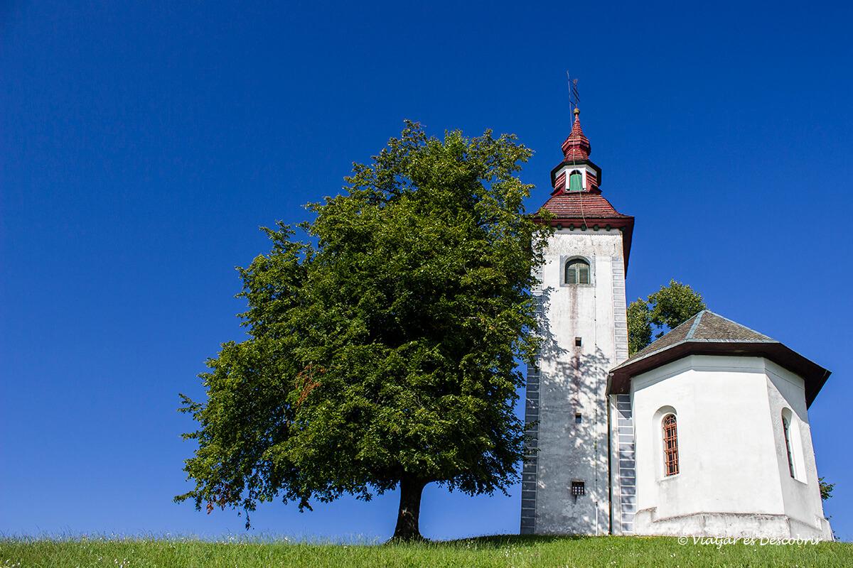iglesia Cerkev Sv. Tomaz de camino a Velika Planina