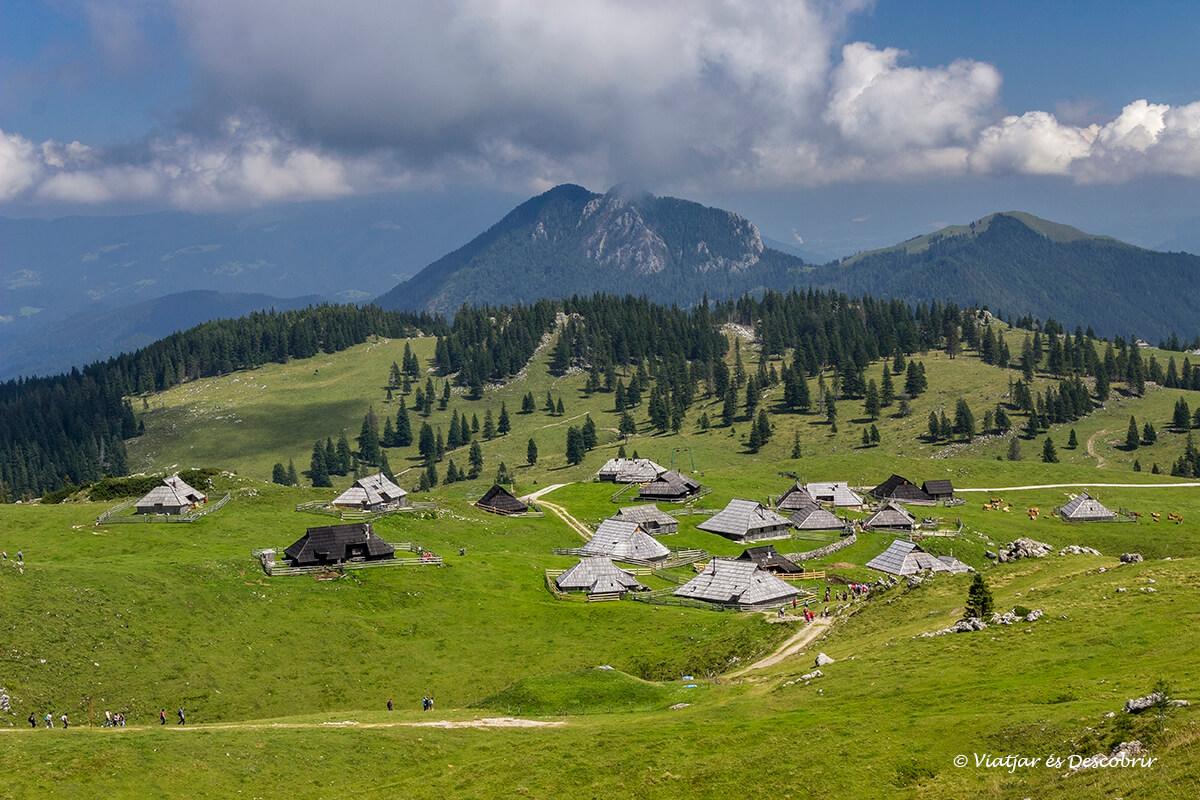 poblado tradicional de eslovenia en velika planina