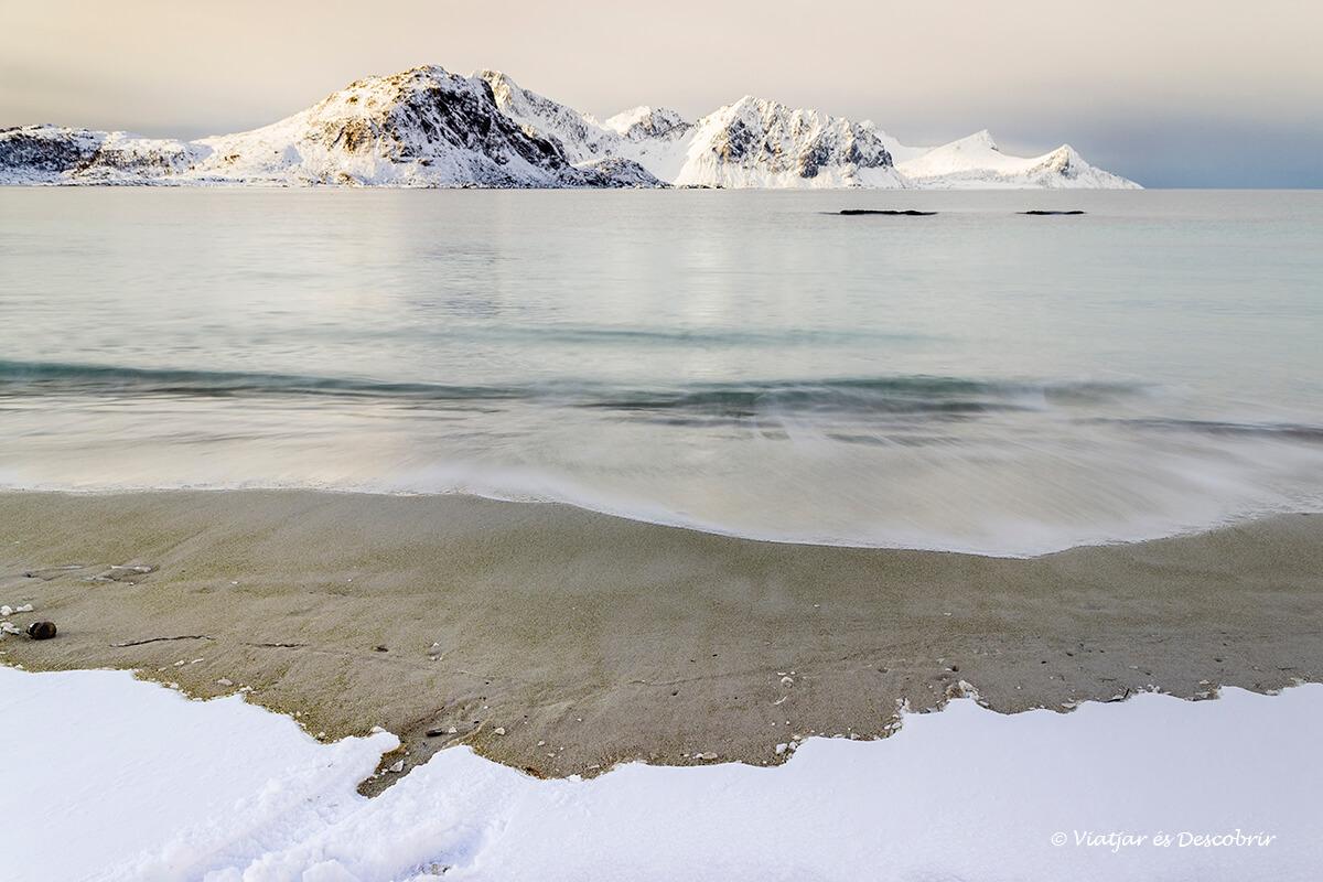 calma del artico en invierno en las islas lofoten