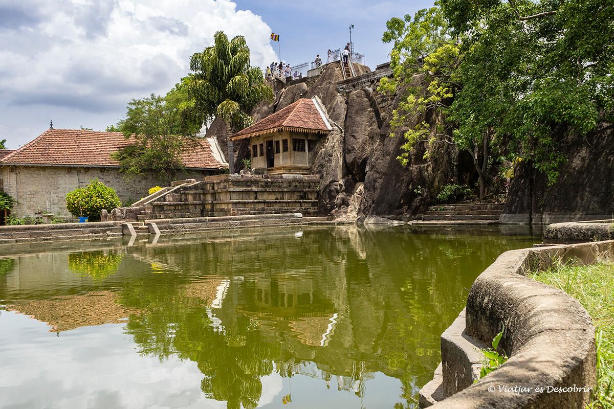 El templo Isurumuniya Vihara es de los más diferentes de Anuradhapura
