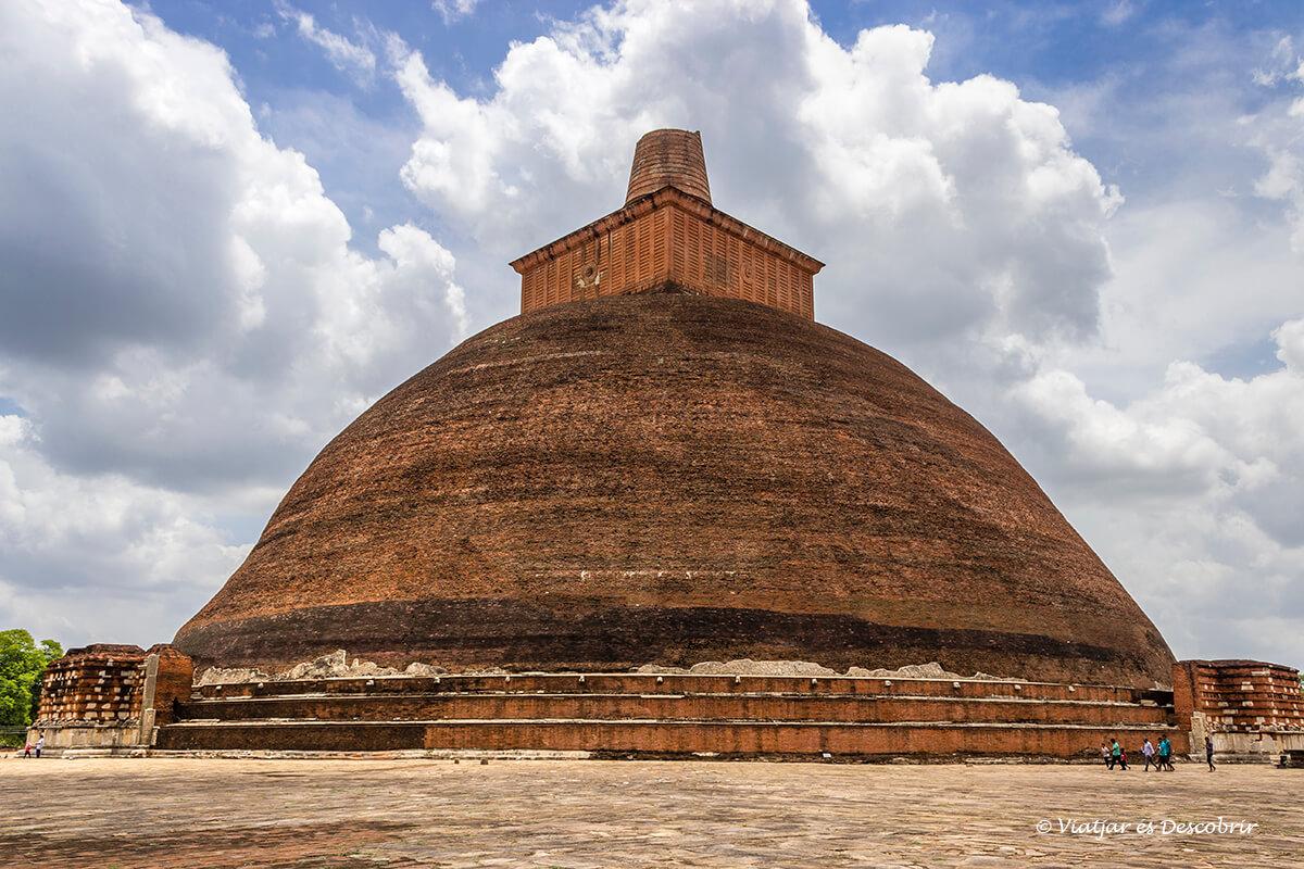 La estupa Jetavanaramaya es una de las mas famosas de anuradhapura