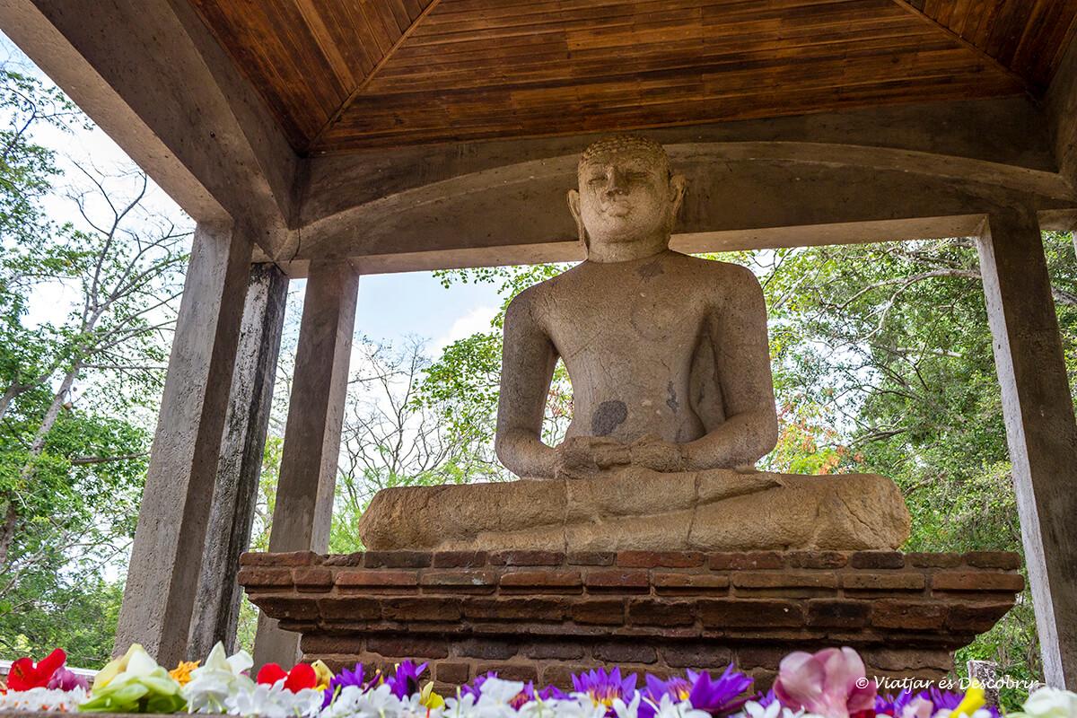 Buda Samadhi en Anuradhapura transmite mucha calma y paz