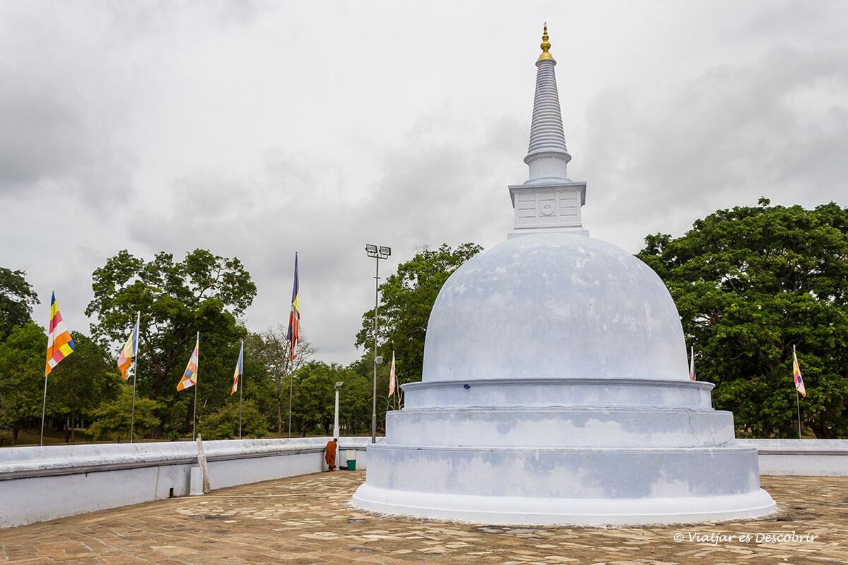 estupa pequeña en anuradhapura