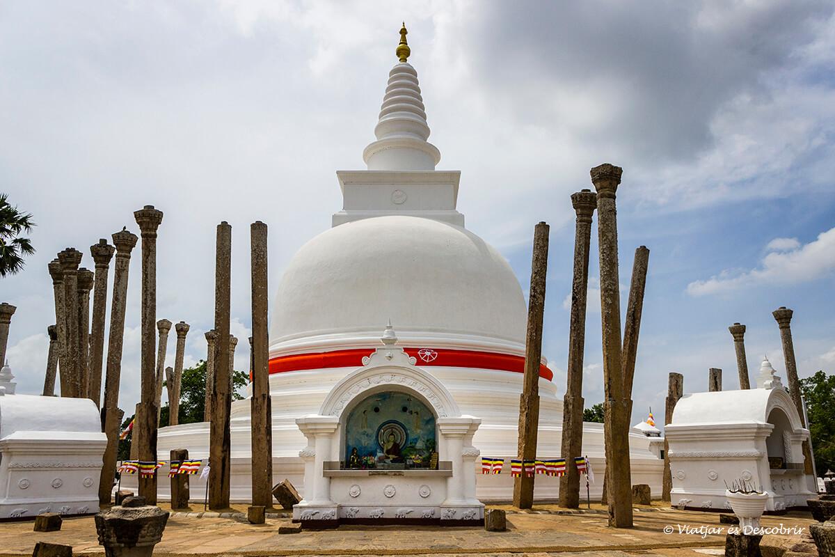 La Thuparama stupa es la mas antigua de la ciudad sagrada de anuradhapura