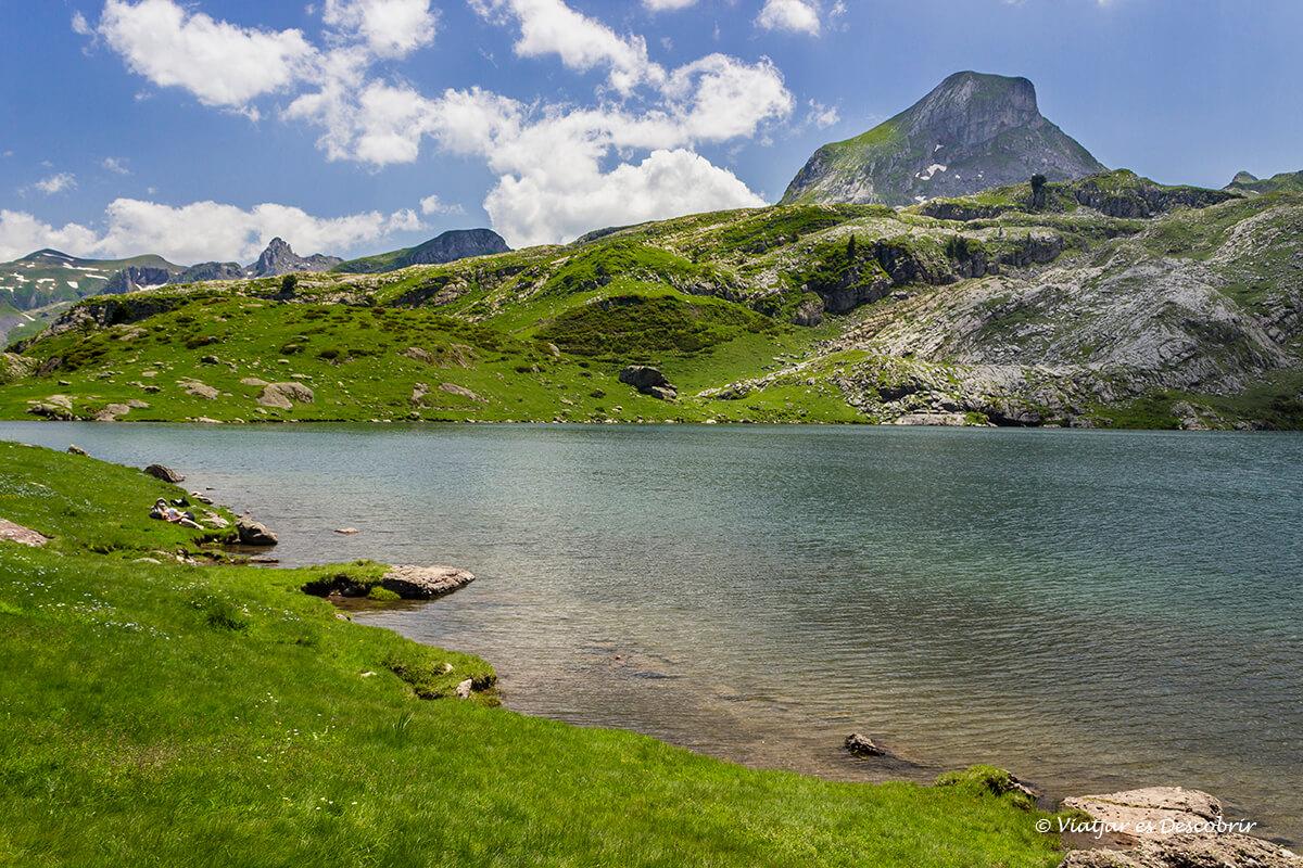 lagos en el parque nacional de los pirineos en francia
